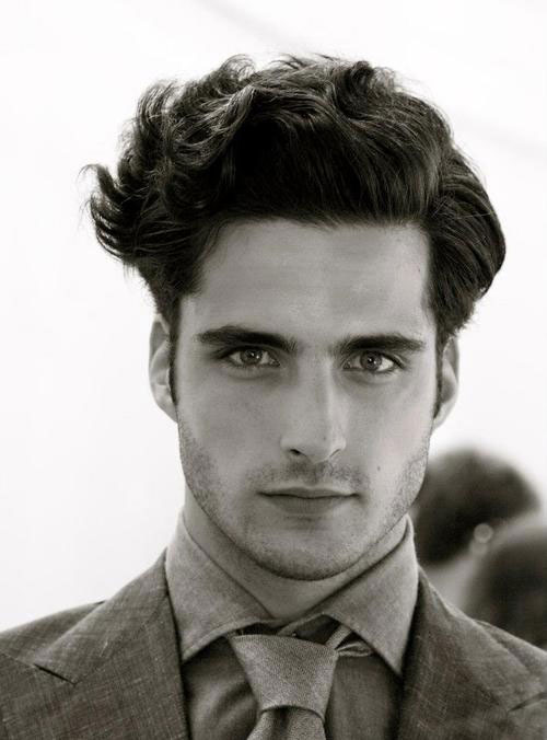Mens hairstyle for wavy hair