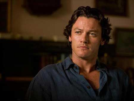Luke Evans curly hairstyle