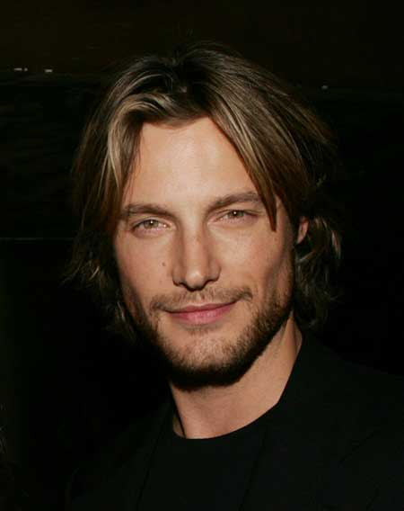 Modern hairstyles for men with wavy hair