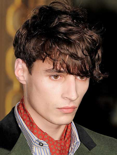 Trendy wavy haircuts for men