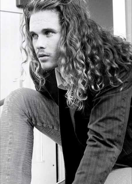 Iconic Long Curly and Wavy Hairstyle
