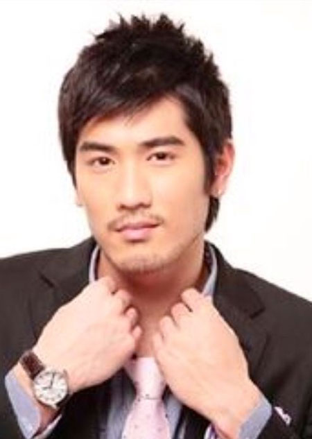 Best Hairstyles for Asian Men_18
