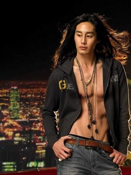 Best Hairstyles for Asian Men_19