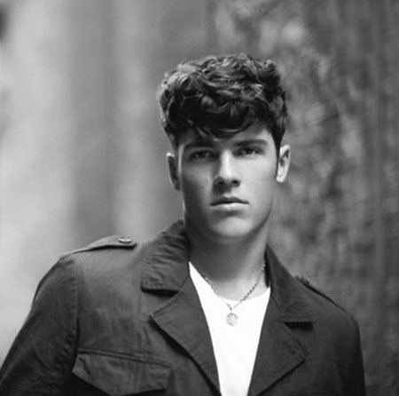 Cool Curly Hairstyles for Men_13
