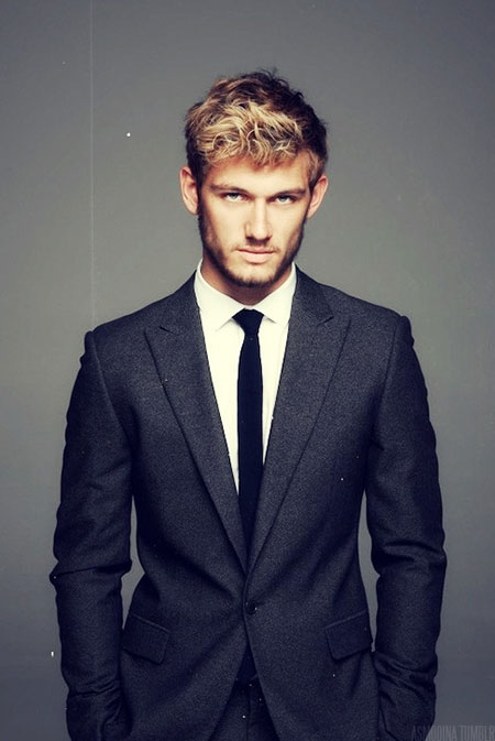 Short Wavy Hairstyles for Men_14