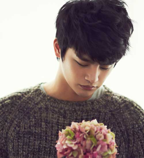 Seo In-Guk Side Parted Dark Hairstyles for Asian Men