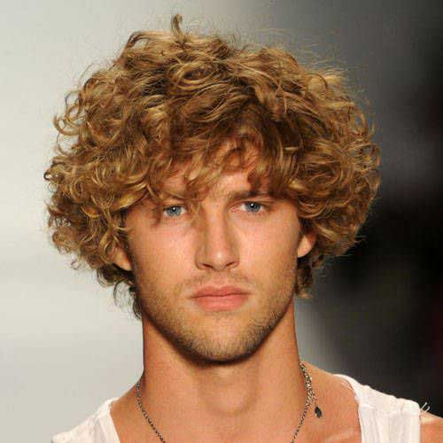 Short Curly Hairstyles for Men-17