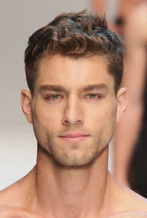 Good Haircuts for Men with Curly Light Hair