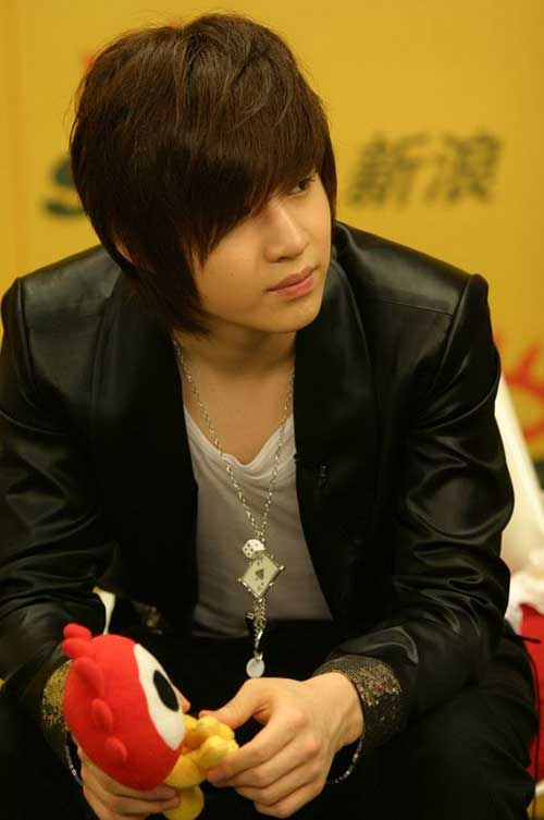Trendy Emo Hair Style for Boys