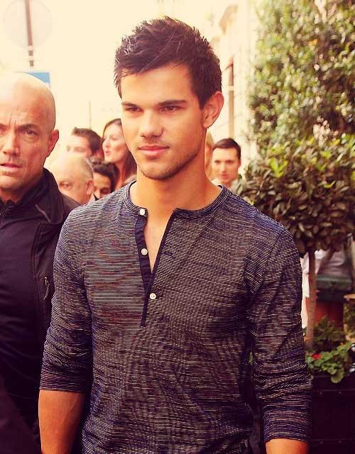 Taylor Lautner Hair-15