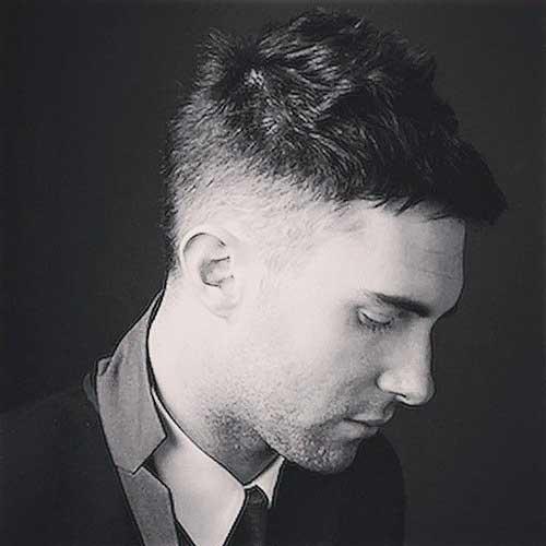 Adam Levine Hairstyles-18