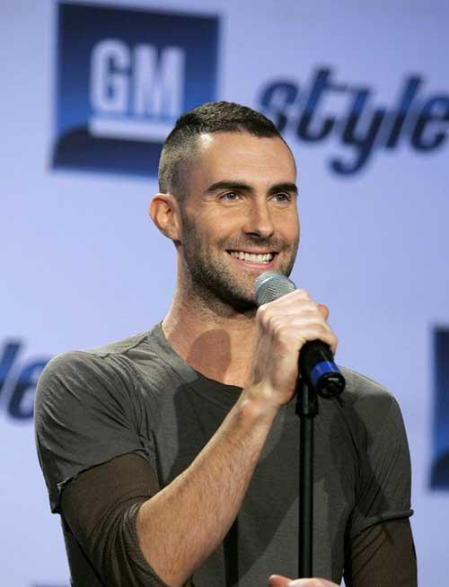 Adam Levine Hairstyles-19