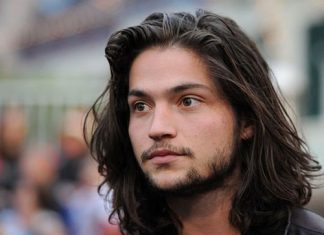 20 Cool Men With Long Hair