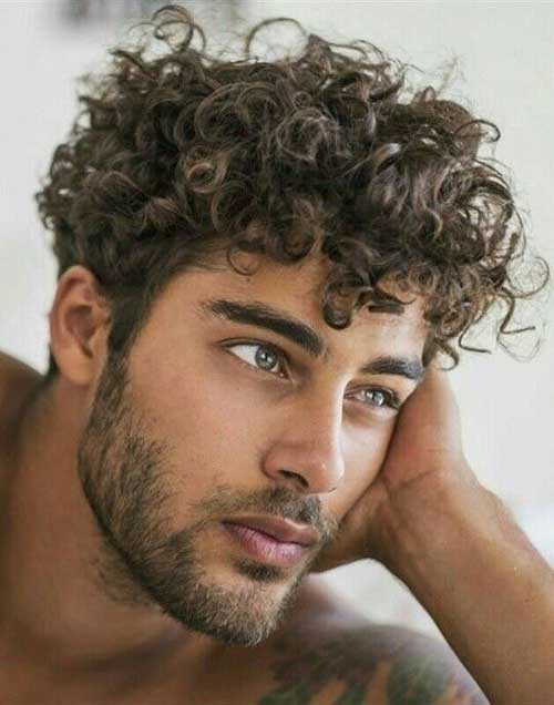 Best Haircuts for Men with Curly Hair-19